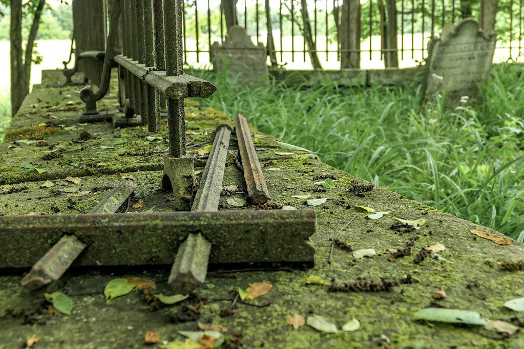 Delapidated Graveyard, PA